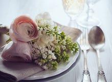 Ajuste elegante da mesa de jantar do casamento Imagem de Stock Royalty Free