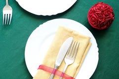 Ajuste elegante da tabela para o jantar de Natal Fotos de Stock Royalty Free