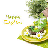 Ajuste festivo da tabela da Páscoa com as decorações, isoladas Fotografia de Stock