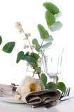 Ajuste festivo de la tabla con la decoración floral Fotografía de archivo libre de regalías