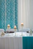 Ajuste festivo de la tabla con las velas Foto de archivo