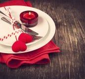 Ajuste festivo de la tabla para el día de tarjeta del día de San Valentín Fotografía de archivo libre de regalías