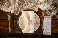 Ajuste festivo elegante de la tabla fotografía de archivo