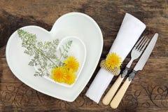 Ajuste floral de la tabla Imagenes de archivo