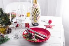 Ajuste hermoso de la tabla de la Navidad con las decoraciones Foto de archivo