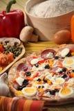 Ajuste italiano do alimento com pizza Imagens de Stock