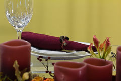 Ajuste ligero de la tabla de cena de la vela Fotos de archivo libres de regalías