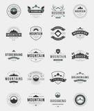 Ajuste logotipos, crachás e etiquetas das montanhas Fotografia de Stock Royalty Free