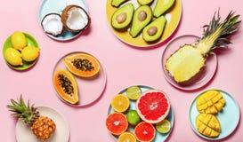 Ajuste mínimo de la tabla de las frutas tropicales fotografía de archivo libre de regalías