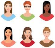 Ajuste mulheres dos avatars de nacionalidades diferentes com várias cores Fotos de Stock Royalty Free