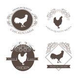 Ajuste o emblema do logotipo da exploração agrícola da galinha e do galo com elementos decorativos caligráficos Exploração agríco Fotografia de Stock Royalty Free