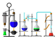 Ajuste o reagente químico da garrafa do laboratório no projeto liso fotos de stock