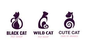 Ajuste os gatos da ilustração do logotipo, projeto do emblema do animal de estimação no fundo branco Fotografia de Stock Royalty Free
