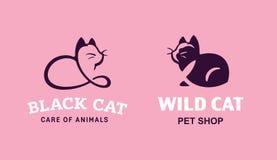 Ajuste os gatos da ilustração do logotipo, projeto do emblema do animal de estimação no fundo cor-de-rosa Imagens de Stock Royalty Free