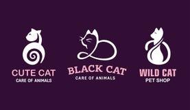 Ajuste os gatos da ilustração do logotipo, projeto do emblema do animal de estimação no fundo preto Imagens de Stock Royalty Free