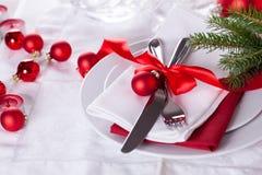 Ajuste rojo romántico de la tabla de la Navidad Fotos de archivo libres de regalías