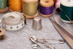 Ajuste sewing Imagens de Stock Royalty Free