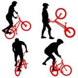Ajuste a silhueta de um homem do ciclista no fundo branco Imagens de Stock