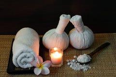 Ajuste tailandês da massagem dos termas na luz de vela Foto de Stock Royalty Free