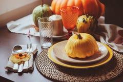 Ajuste tradicional da tabela do outono para a ação de graças ou o Dia das Bruxas Imagens de Stock