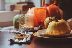 Ajuste tradicional de la tabla del otoño para la acción de gracias o Halloween Foto de archivo libre de regalías