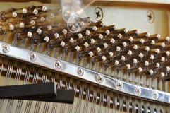 Ajustement d'un piano Photo stock