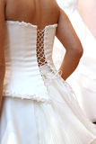 Ajustement de la robe de mariage images stock
