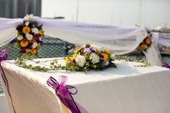 Ajustes de la flor de la tabla de la boda en yate Foto de archivo libre de regalías