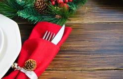Ajustes de la tabla de la Navidad en tono rojo Fotografía de archivo libre de regalías