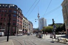 Ajustez les lignes de funiculaire à l'endroit de Hackescher Markt à Berlin MI Photo stock