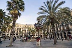 Ajustez, plaza vraie, près de Ramblas, ville touristique de point Barcelon Images stock
