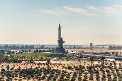 AK-47在埃及塑造了在苏伊士运河的纪念碑 免版税图库摄影