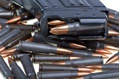 AK 47 munitie met mag Stock Foto's