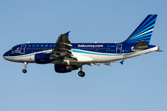 AK-AZ04 Azal Azerbaijan Airlines, Aerobus A319-111 Zdjęcia Stock