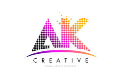 AK ein k-Buchstabe Logo Design mit magentaroten Punkten und Swoosh Stockfotografie
