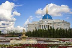 Ak Orda Presidente Palace del Kazakistan fotografia stock libera da diritti