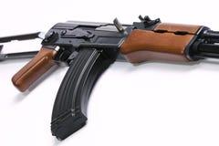 AK47-Gewehr auf Weiß Stockfotos