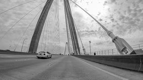aka亚瑟小船桥查尔斯顿木桶匠小ravenel被采取的河sc游览 桥梁是在小屋的一座缆绳被停留的桥梁 免版税图库摄影