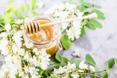 Akacja i miód - leczniczy produkt zdjęcia royalty free