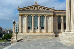 Akademi av vetenskaper i staden av Aten royaltyfria bilder