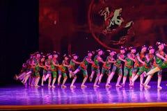 Akademi för dans för Peking för exponeringsglas för mormor` som s graderar för barn` s för prov den utstående utställningen Jiang Arkivbilder