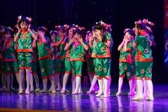 Akademi för dans för Peking för exponeringsglas för mormor` som s graderar för barn` s för prov den utstående utställningen Jiang Royaltyfri Foto