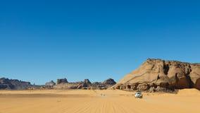 akakus沙漠利比亚徒步旅行队撒哈拉大沙&#28 免版税库存图片