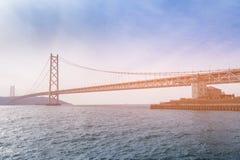 Akashi przerzuca most długi wiszący zawieszenie most obraz stock
