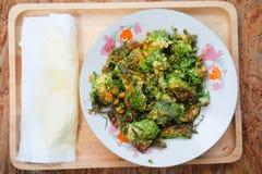 Akazie Pennata-Omelett auf einer Platte Lizenzfreie Stockfotografie