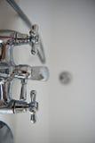 Akcesoria dla łazienki Melanżer i prysznic Otwarta apertura, ostrość na szczegółach Kolor: srebro, chrom zdjęcia stock