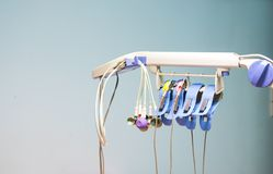 Akcesoria elektrokardiogram i ścienny tło, medyczny instrument używać monitorować tętno w kierowej choroby pacjencie zdjęcia royalty free