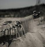 Akcesoria rycerz na piasku zdjęcie royalty free