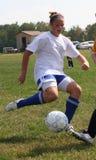 akci piłki nożnej nastoletnia młodość Zdjęcia Royalty Free