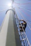 Akcja ratownicza na wysokiej woltaż linii energetycznej Obrazy Stock